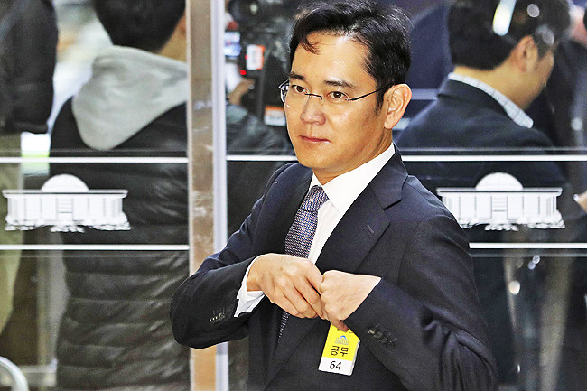 Lee Jae-yong, a vice chairman of Samsung Electronics Co, arrives for a hearing at the National Assembly in Seoul. - AP