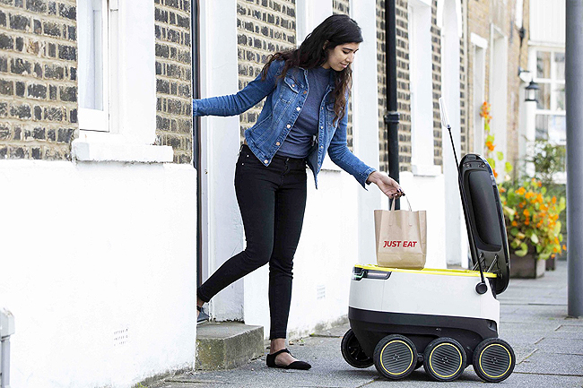 A robot makes a delivery in London. - PHOTOS: WP-BLOOM
