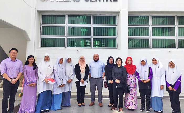 Teachers and students of Maktab Sains with speakers from the Attorney General's Chambers