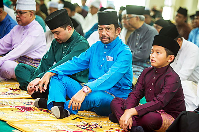 His Majesty attending the mass Friday prayer at the new Kg Kulapis mosque. Also seen in the photo are His Royal Highness Prince 'Abdul Malik and His Royal Highness Prince 'Abdul Wakeel