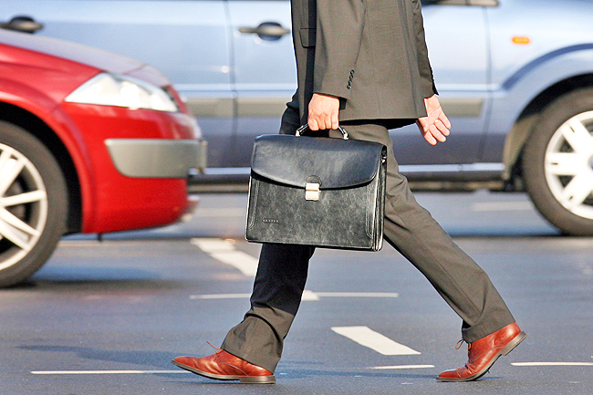 Business trips pose strains both to the traveller's overall health and nerves, according to the results of a major survey in Germany. - DPA
