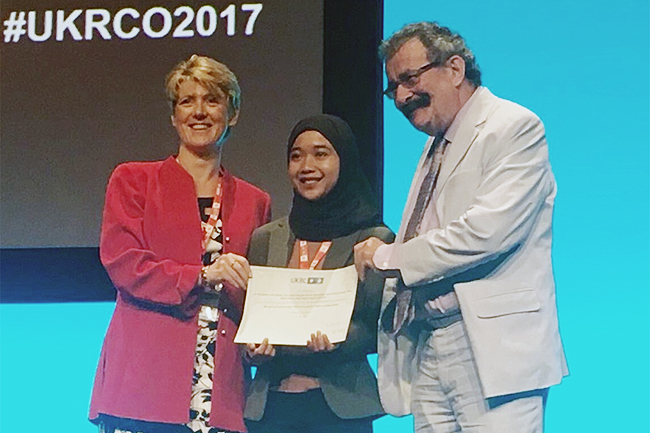 Siti Nurshahira Aboo Samah receiving the 2nd place award for best research poster from Maryann Hardy and Professor Robert Winston