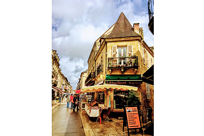 Rue de La Republique, the main shopping street, is part of a medieval street plan. Burgers came later