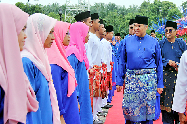 Deputy Prime Minister of Malaysia and UMNO vice-president Datuk Seri Dr Ahmad Zahid Hamidi inspecting members of Pagoh UMNO during the opening of the Pagoh UMNO Division Delegates Conference at the Seri Pekembar Complex. - BERNAMA