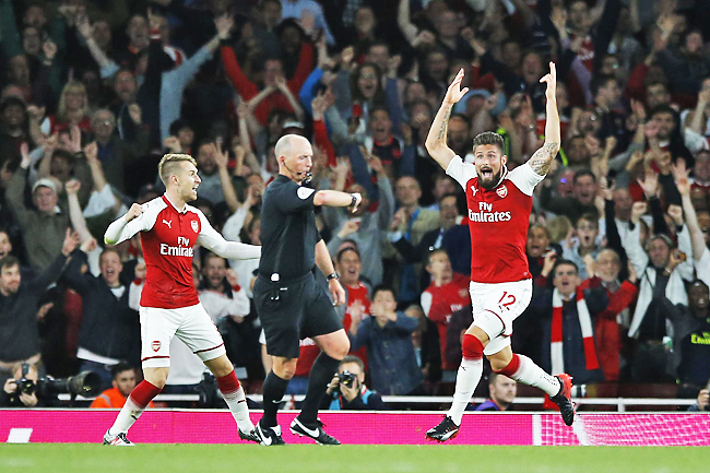 Arsenal's Olivier Giroud reacts as and celebrates as referee Mike Dean, centre, says the ball has crossed the line for a goal during their English Premier League football match between Arsenal and Leicester City at the Emirates stadium in London. - AP