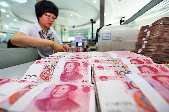 Shunning dollar, Venezuela lists oil prices in Chinese yuan