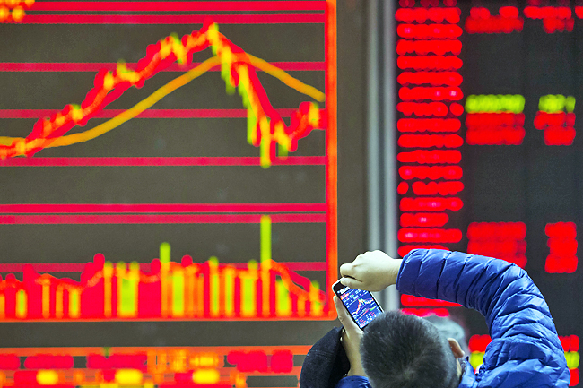 Global indexes mostly higher in quiet holiday trading