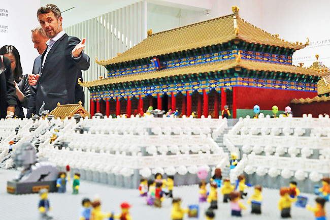 Lego Deconstructs Imitator in Chinese Court
