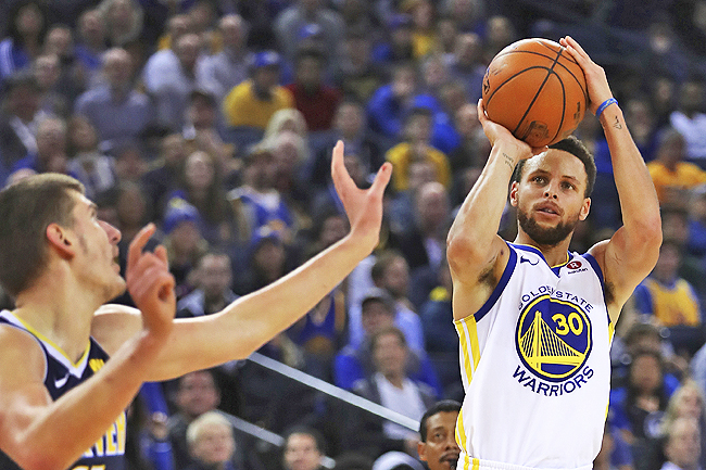 No Curry? No problem in Warriors' road win over Bucks