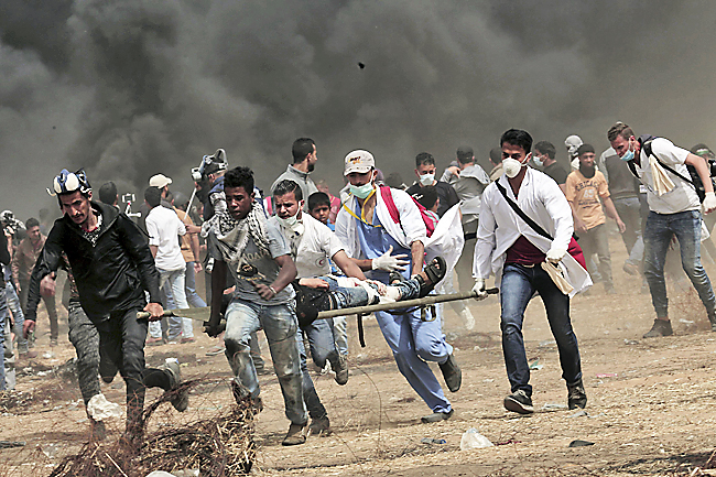 Two Palestinians killed in clashes on Gaza border