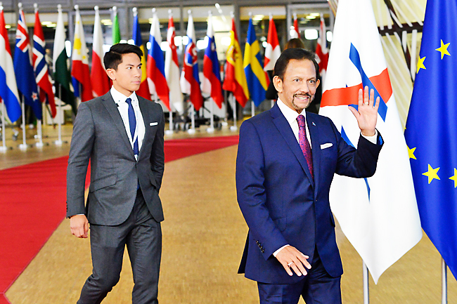 His Majesty attends opening of 12th ASEM, meets Estonian PM