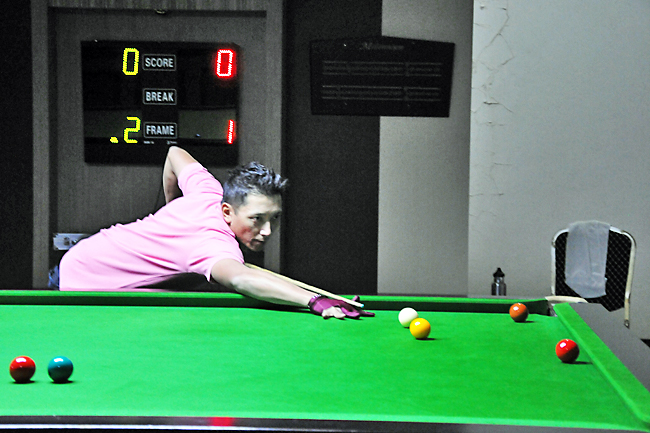 Eight advance to National 6 Red Snooker's next stage