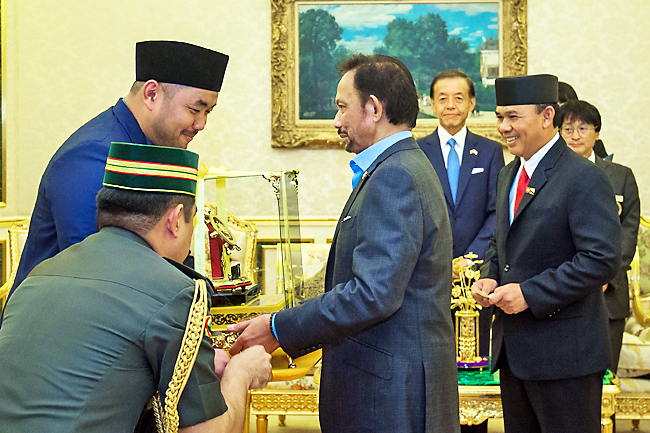 His Majesty receives 45th SSEAYP Heads of Delegations