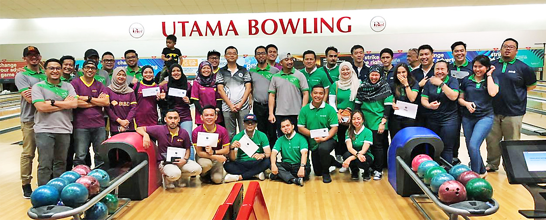 Bowling bowls over banks' employees (2018)