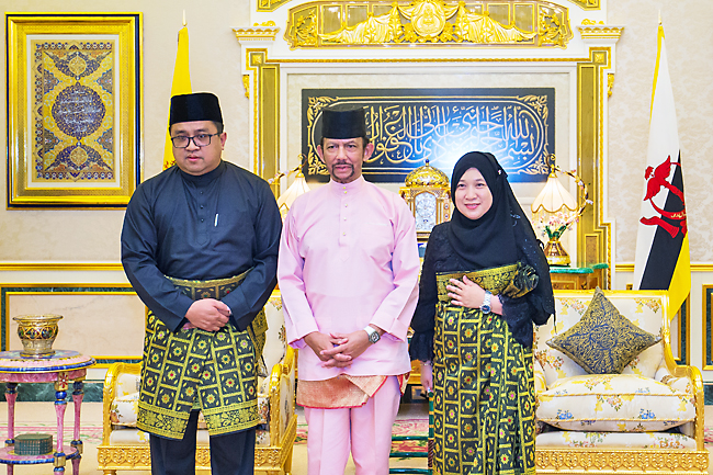 His Majesty presents, accepts new envoys' Letters of