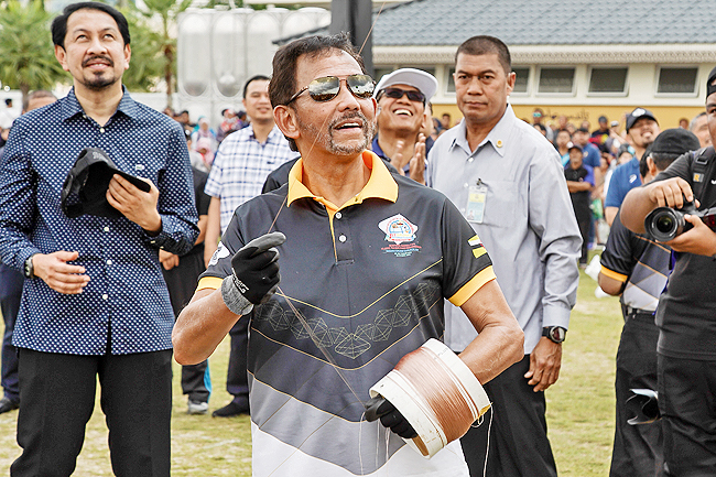 HM Officiates Brunei Darussalam 1st International Kite Festival in capital (2019)