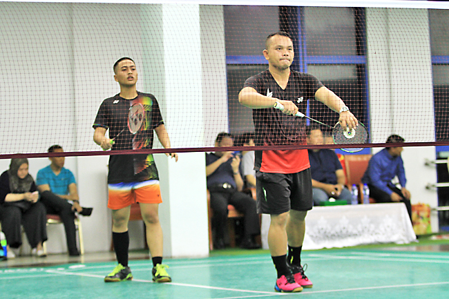 Huzaini, Zulkifli advance at men's doubles in national badminton meet (2019)