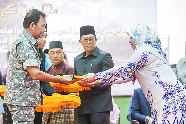 Sultan makes house dream a reality for 234 in Temburong (2019)