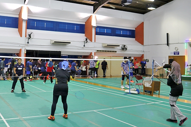 Over 100 participate in MoH badminton tourney (2019)