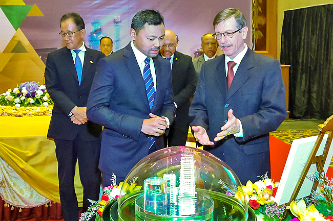 Crown Prince hails Brunei LNG's growth at 50th anniversary milestone (2019)
