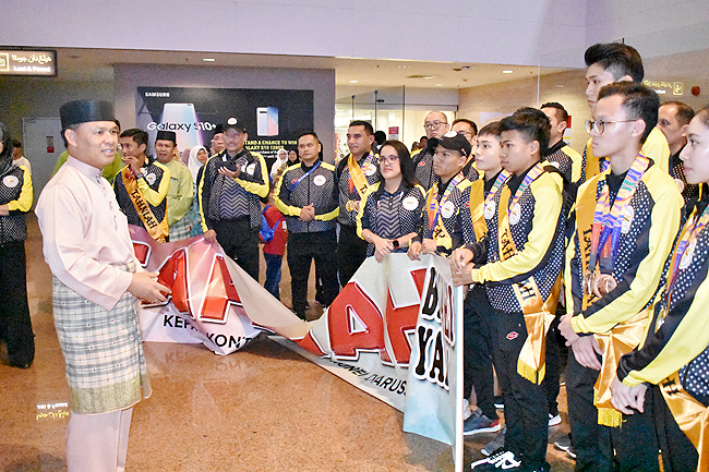 Athletes receive heroes' welcome from SEA Games (2019)