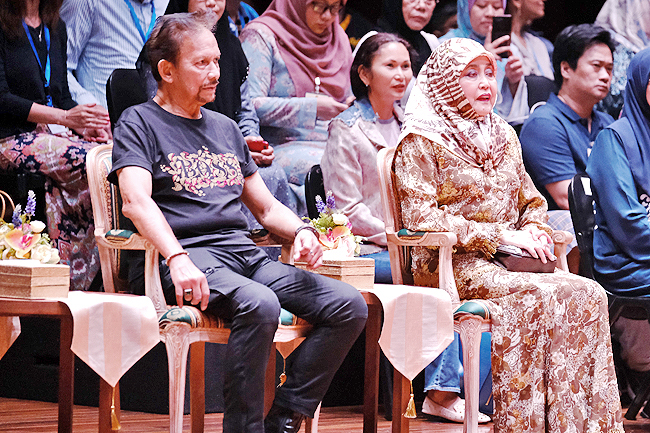 His Majesty Sultan of Brunei and Her Majesty grace the JIS drama -Shakespeare's The Tempest