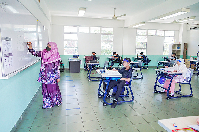 COVID-19 Brunei: Students return to class after two-month hiatus (2020)