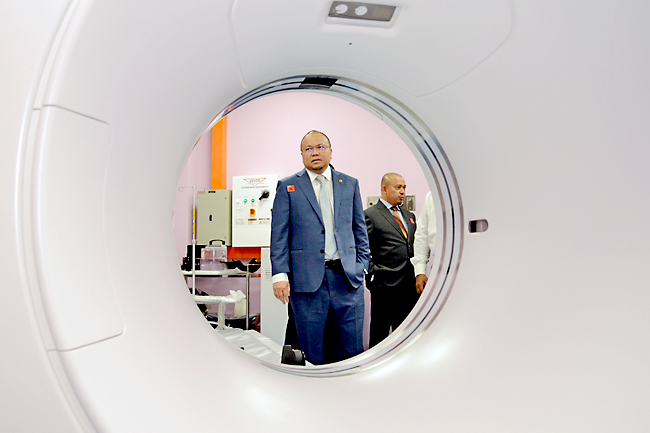 Tutong hospital gets CT scanner (2020)