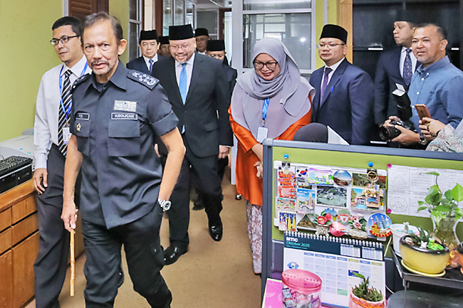 His Majesty makes surprise visit to MTIC (2020)
